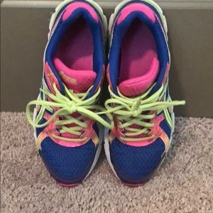 ASICS tennis shoes great condition